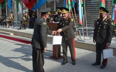 Zakir Həsənov hərbi liseyin bir qrup əməkdaşını mükafatlandırdı